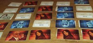 Bild: aufgedeckte Spielekarten, Bilder und Begriffe