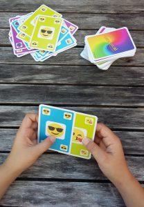Bild: Spielkarten mit aufgedruckten Emojis