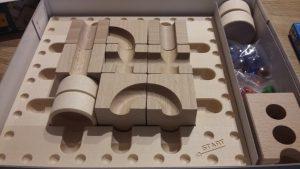 Bild: Holzteile zum Bau der Bahn