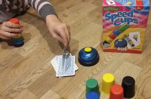 Bild: Spielmaterial mit Spielschachtel