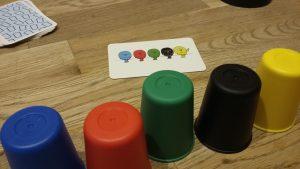 Bild: Spielcups und übriges Spielmaterial