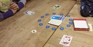 Bild: Spielmaterial - Karten und Spielechips