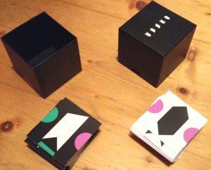 Bild: Spielschachteln und Spielkärtchen, in doppelter Ausführung
