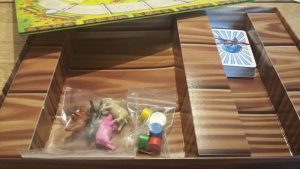 Bild: Spielschachtel innen mit Spielmaterial
