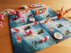 Bild: Spielfeld mit Spielfiguren und Spielchips