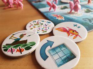 Bild: Spielplättchen mit verschiedenen Aufdrücken