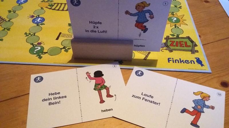Bild: Spielfeld mit Aufgabenkärtchen