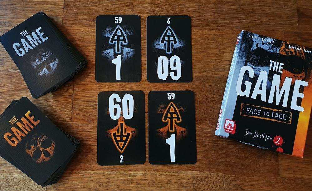 Spielkarton und enthaltene Karten