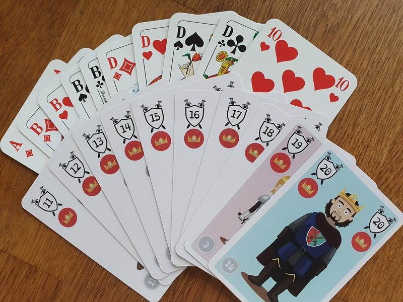 Spielkarten aus Doppelkopf und Double-Head im Vergleich