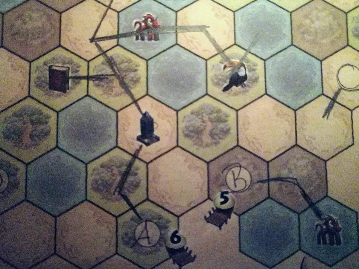 Mögliche Wege wurden auf dem Spielblatt eingezeichnet.