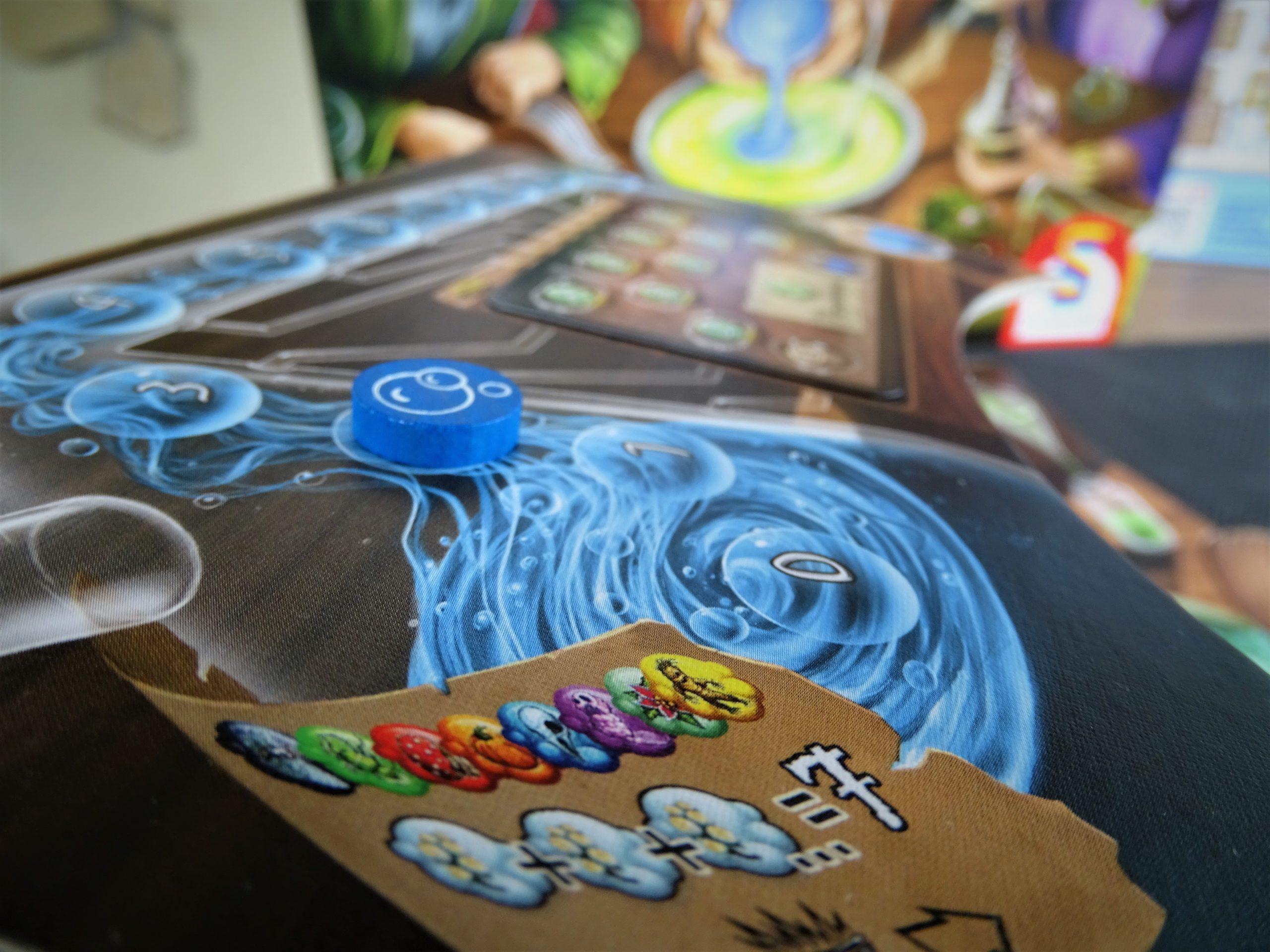 Ein Detailblick auf den Alchemistenkobenl zeigt, wofür es Belohnungen gibt.