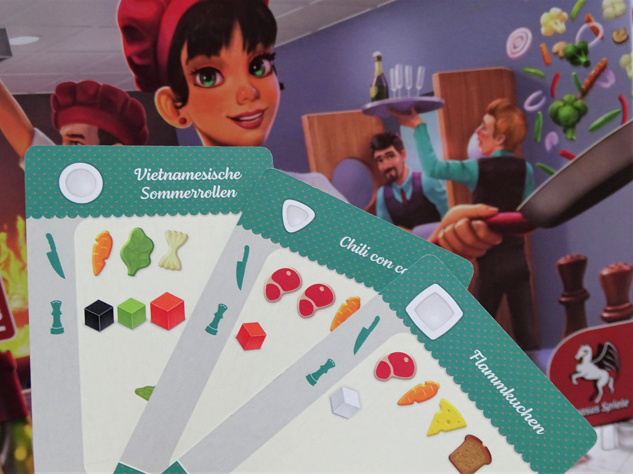 Die Karten zeigen Zutaten und Tellerform