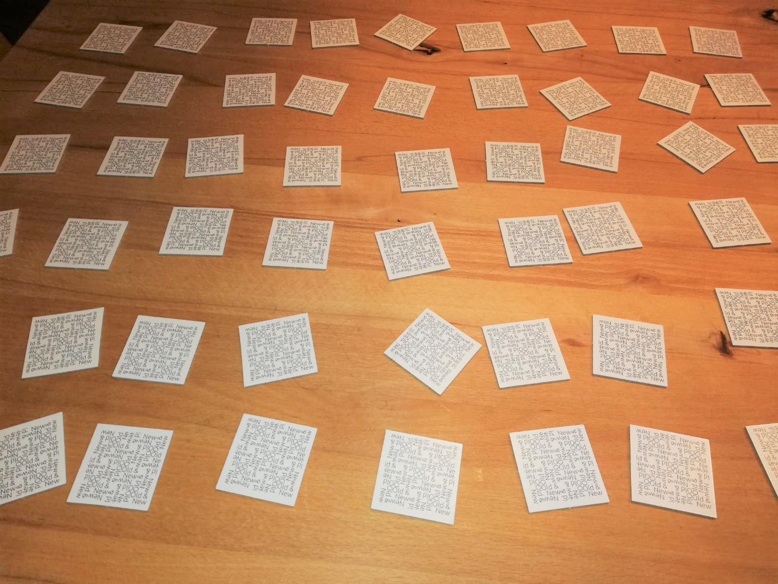 Alle Karten liegen verdeckt auf dem Tisch
