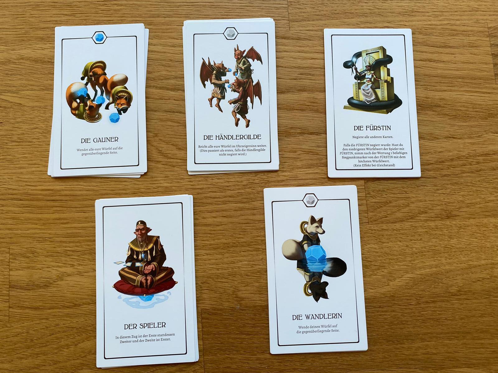 Zu sehen sind die 5 weiteren Völker, die man neben den 7 Startkarten benutzen kann.