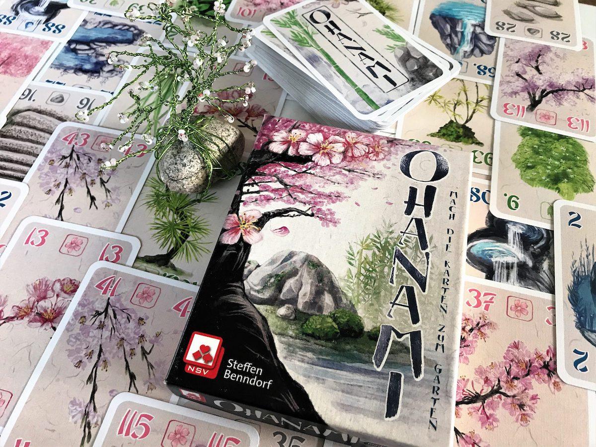 120 Karten in einer kleinen Schachtel feiern das japanische Kirschblütenfest.