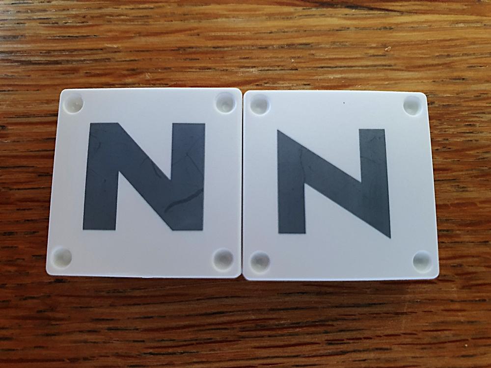 Buchstabenplättchen N und Z