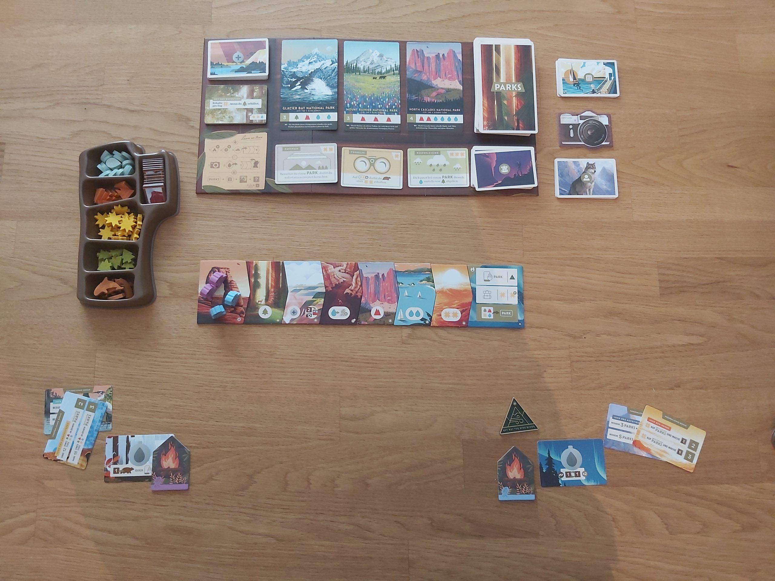 Zu sehen ist der Spielaufbau von PARKS für 2 Spielende.