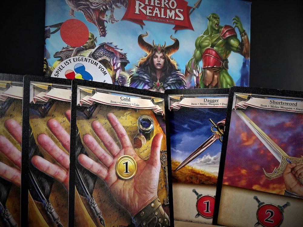 In jeder Starthand gibt es Gold und Angriffskarten