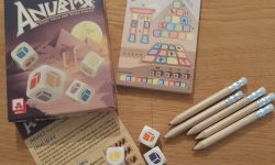 Zu sehen ist das Spiel Anubixx mit gesamten Inhalt.