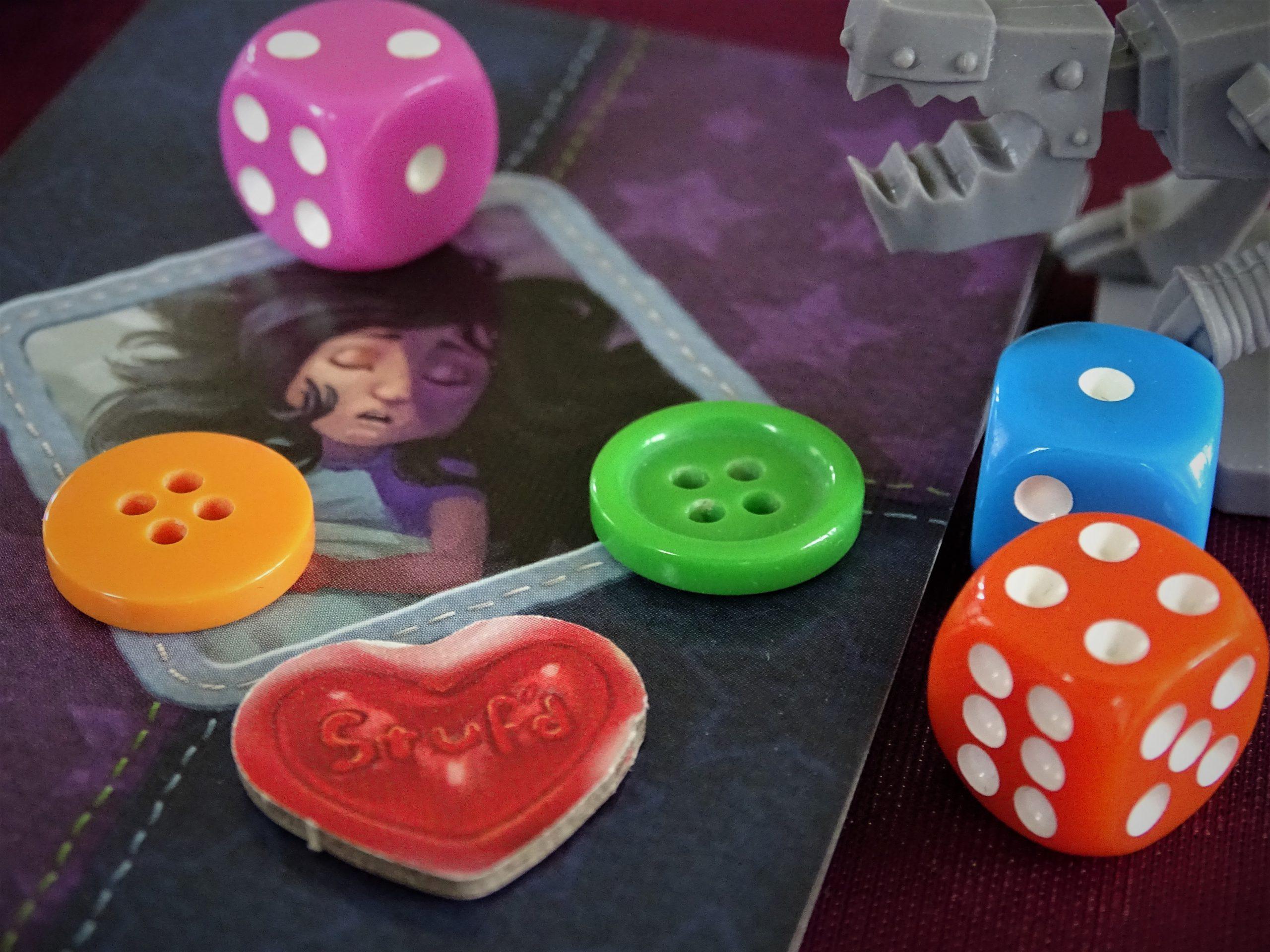 Ein Blick auf das farbenfrohe Spielmaterial