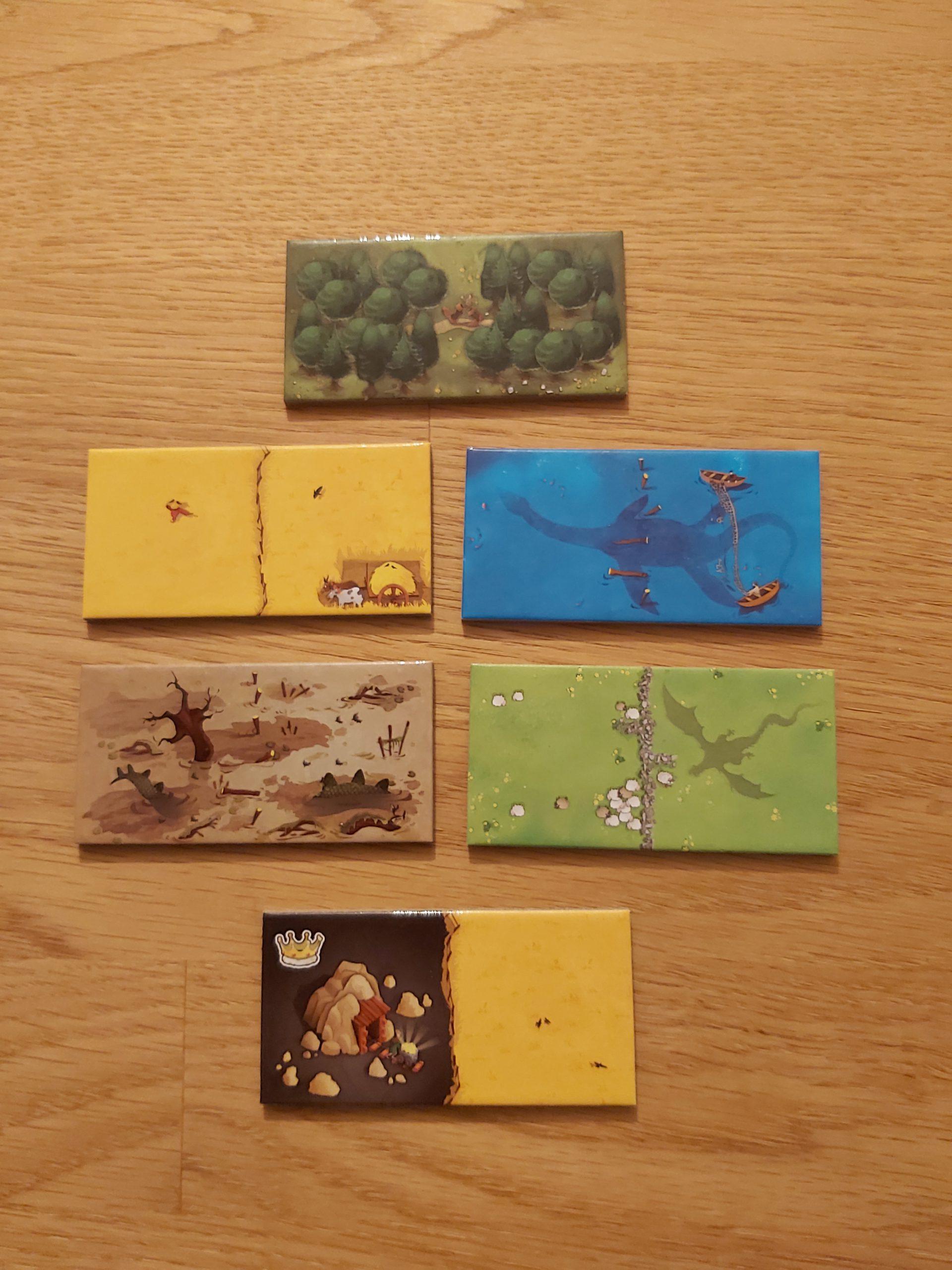 Zu sehen sind die Landschaftsplättchen von Kingdomino.
