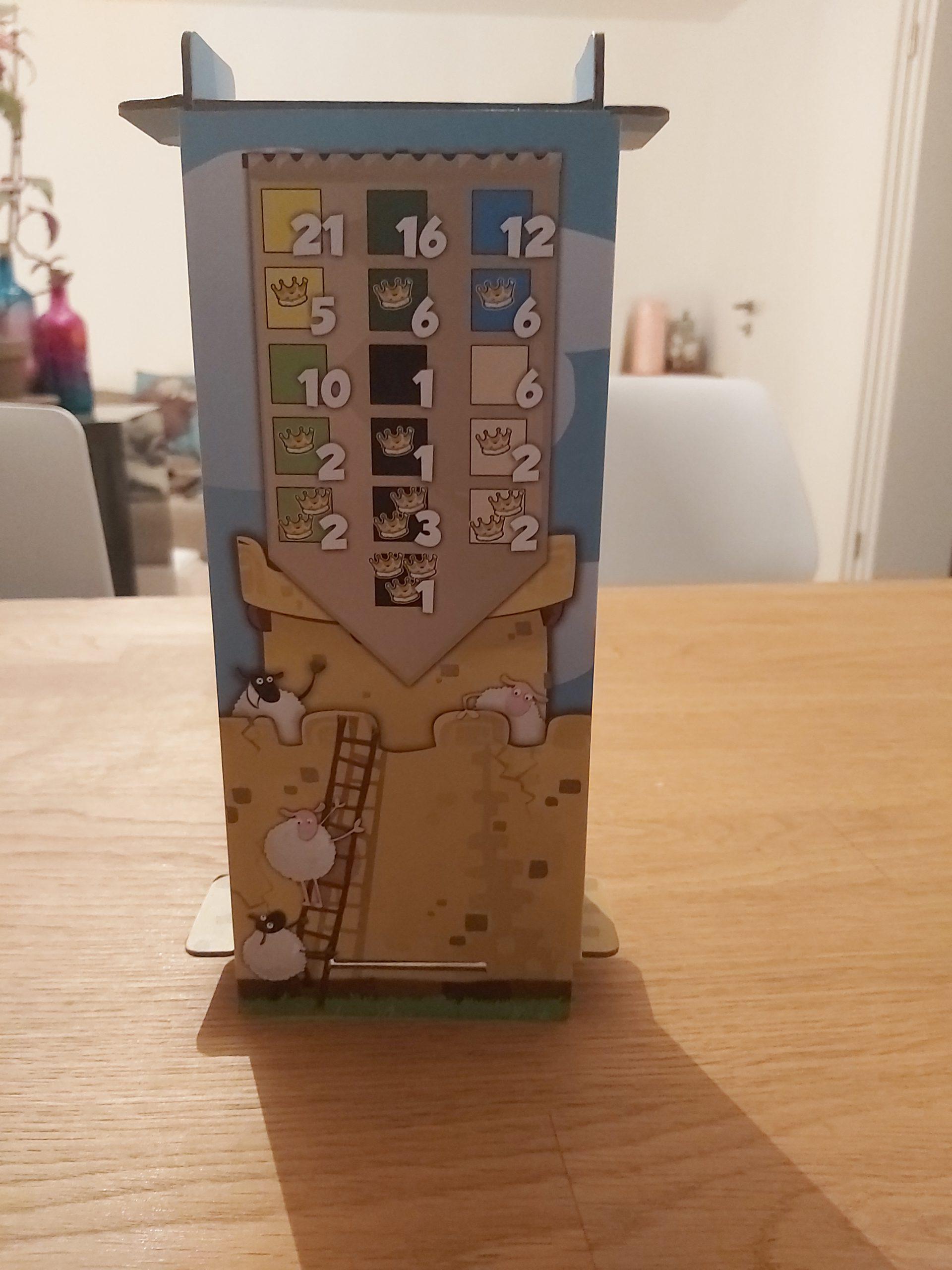 Zu sehen ist der Turm, in dem die Domino Steine verstaut werden.