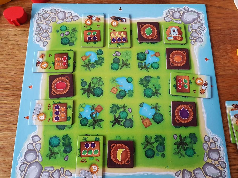 Das Tableau im Laufe des Spiels: Ernteplättchen haben unterschiedliche Zugweiten