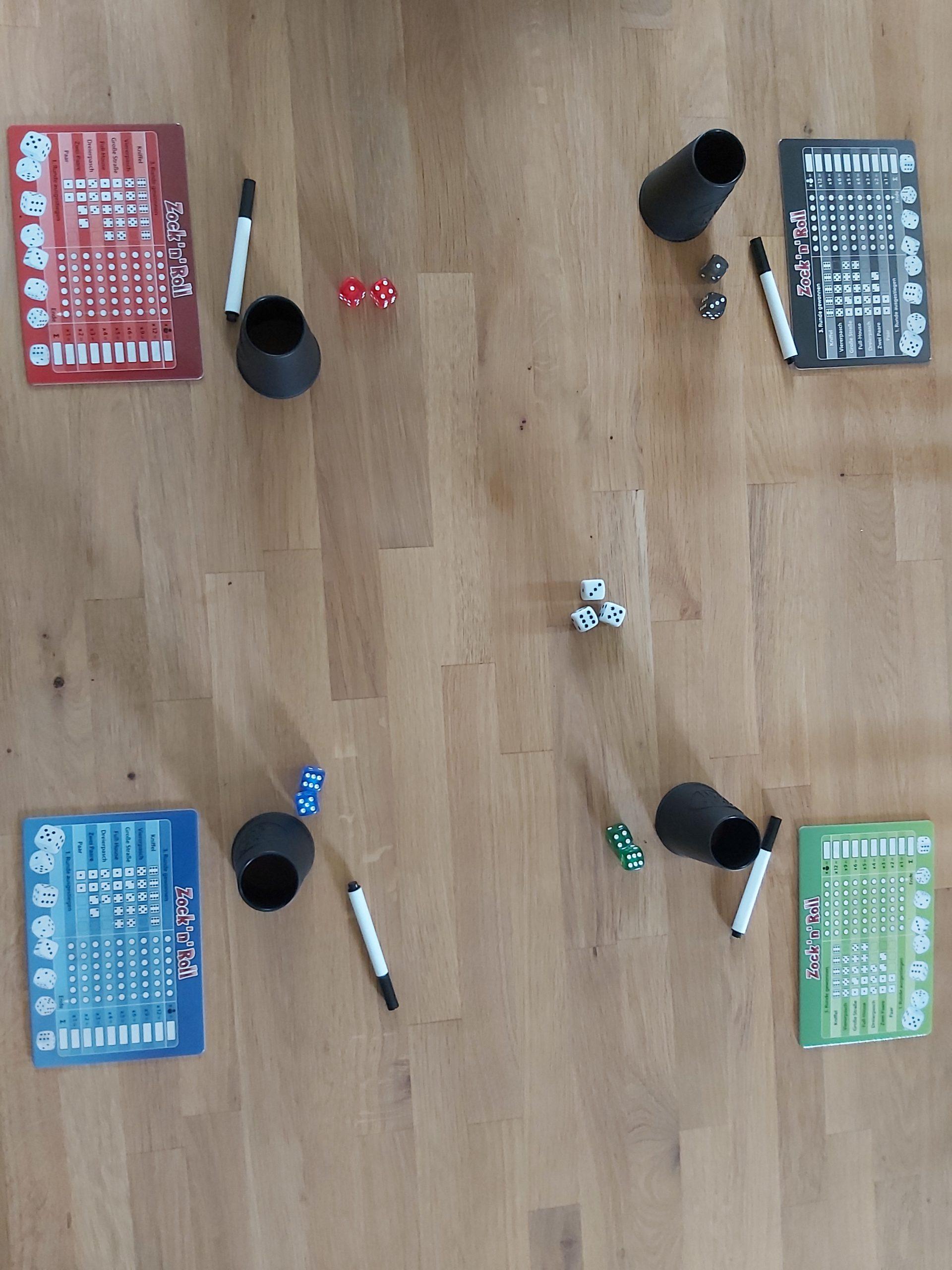Zu sehen ist der Spielaufbau von Zock'n Roll für 4 Spielende.
