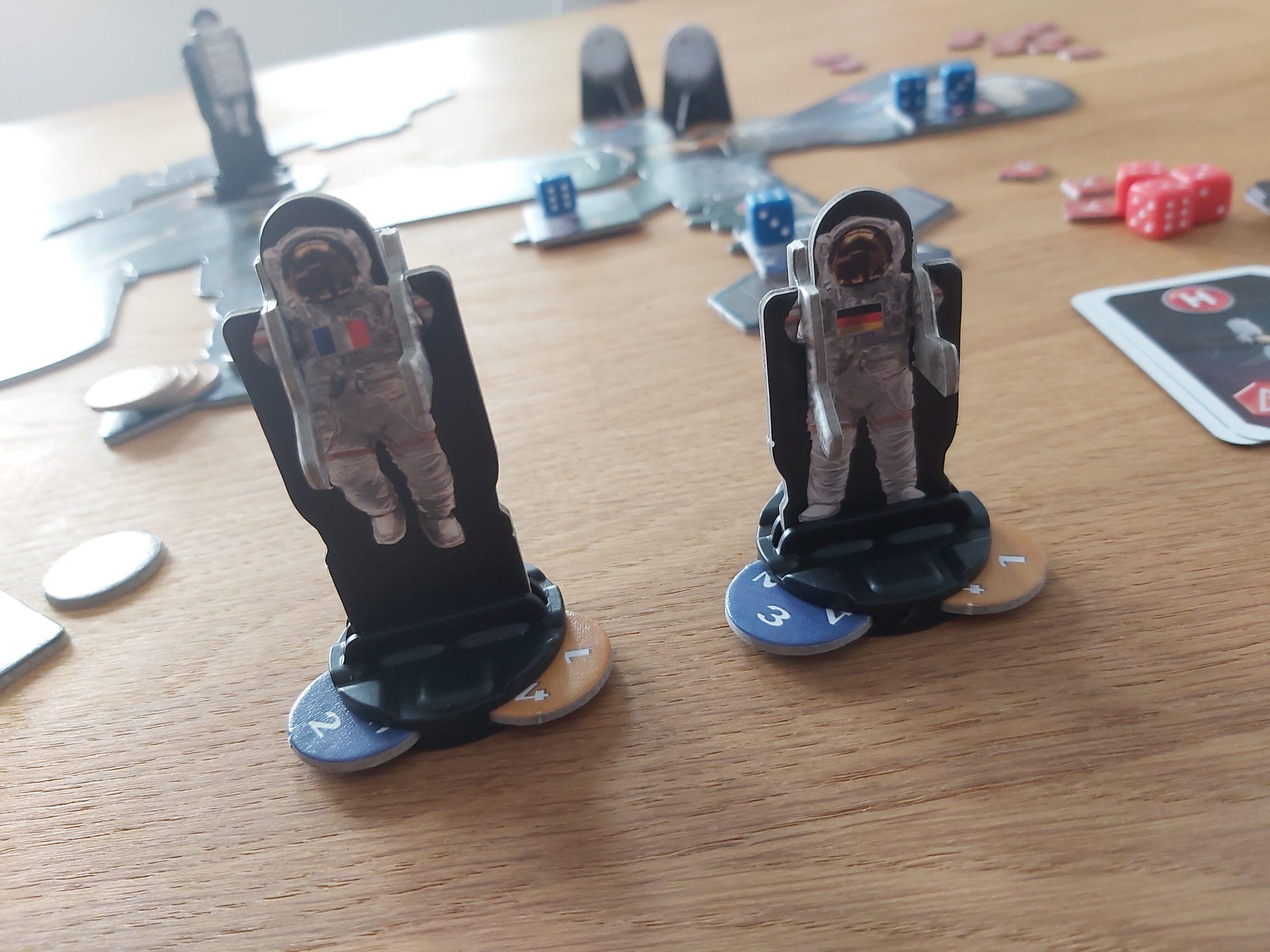 Zu sehen sind die 3D-Astronaut:innen-Figuren von Mission ISS.