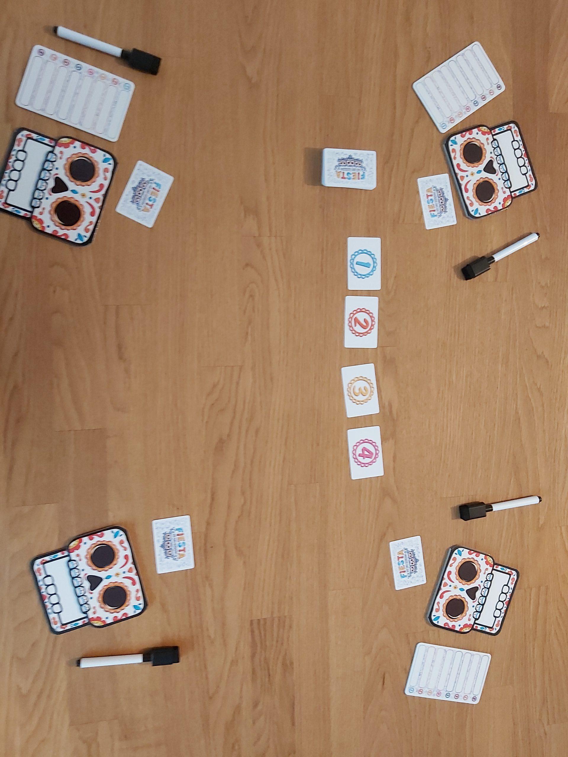 Zu sehen ist der Spielaufbau für 4 Spielende.