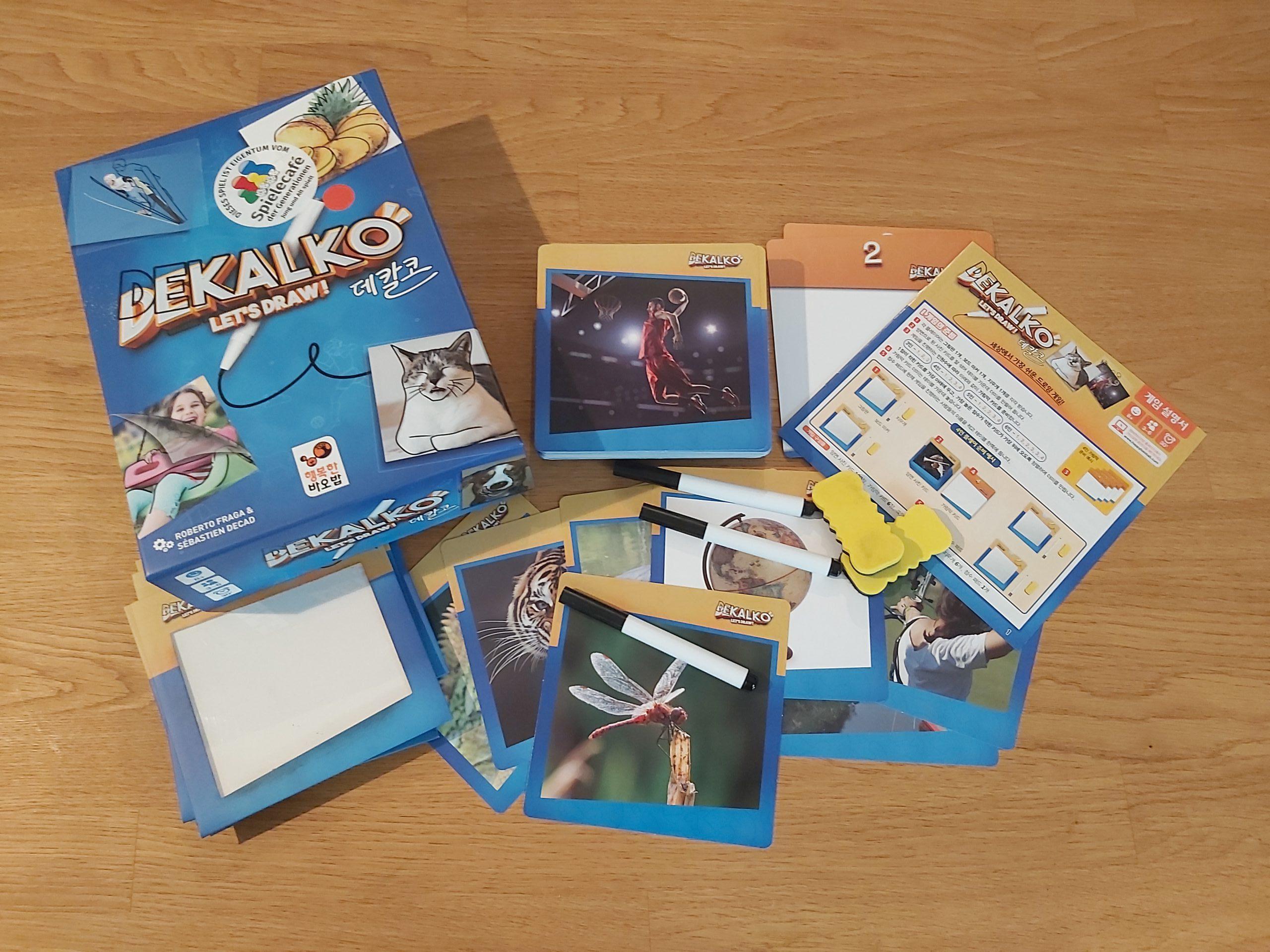 Zu sehen ist die Verpackung von Dekalko mit dem gesamten Spielmaterial