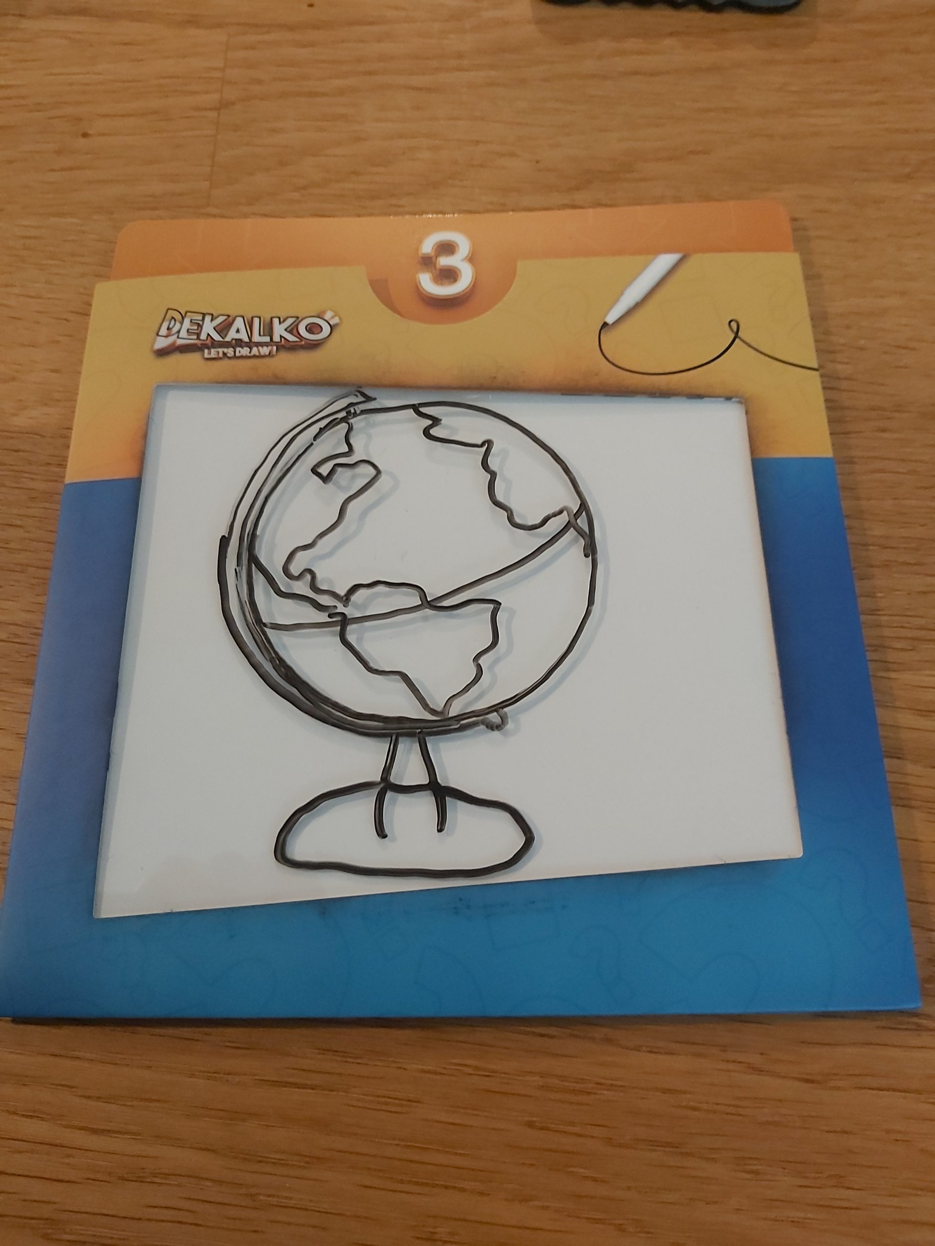 Zu sehen ist ein abgzeichneter Globus.