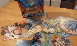Zu sehen sind Atlantis Rising mit dem gesamten Spielmaterial.